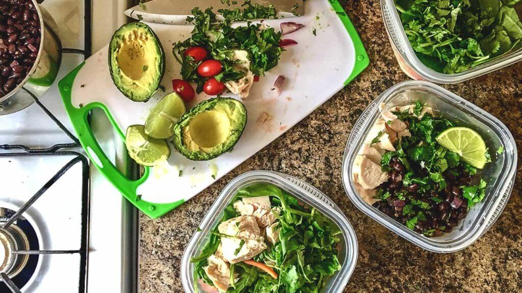 Meal Prepping May Actually Be Sabotaging Your Diet Written by Whitney Akers on June 23, 2017 for Healthline.com